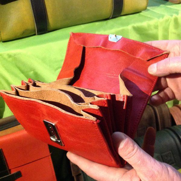 Lederportemonnaie_offen aus rotem Rindleder